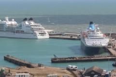 Platz 6 – Dover Hafen, wo etwa 12 Millionen Touristen, 3 Millionen Autos und 3 Millionen Lastwagen im Jahr mit dem Schiff ankommen